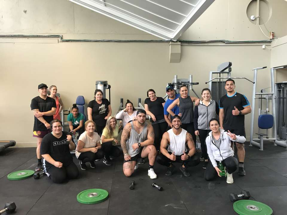 Check out this crew setting their Monday off right with sweaty 20 minute workout! Ka pai to mahi everyone!