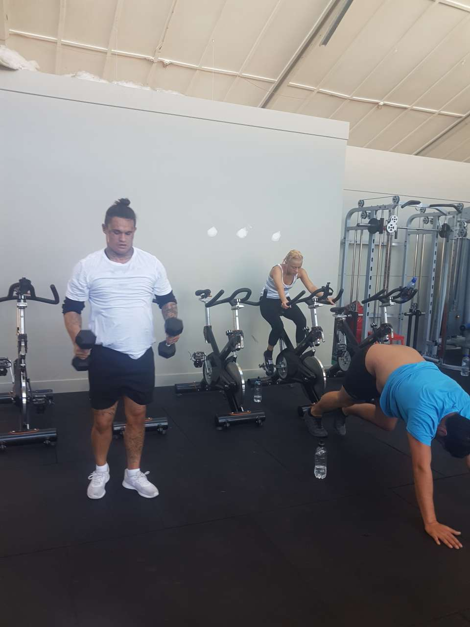 I can not believe the progress these guys have made from when they first began! Honestly its awesome to see. I remeber when 3 squats was the limit for some now theyre reaching into the 50s!!!!! Good attitudes all round and mihi to you Kaku for getting in there amingst it and giving 100%!